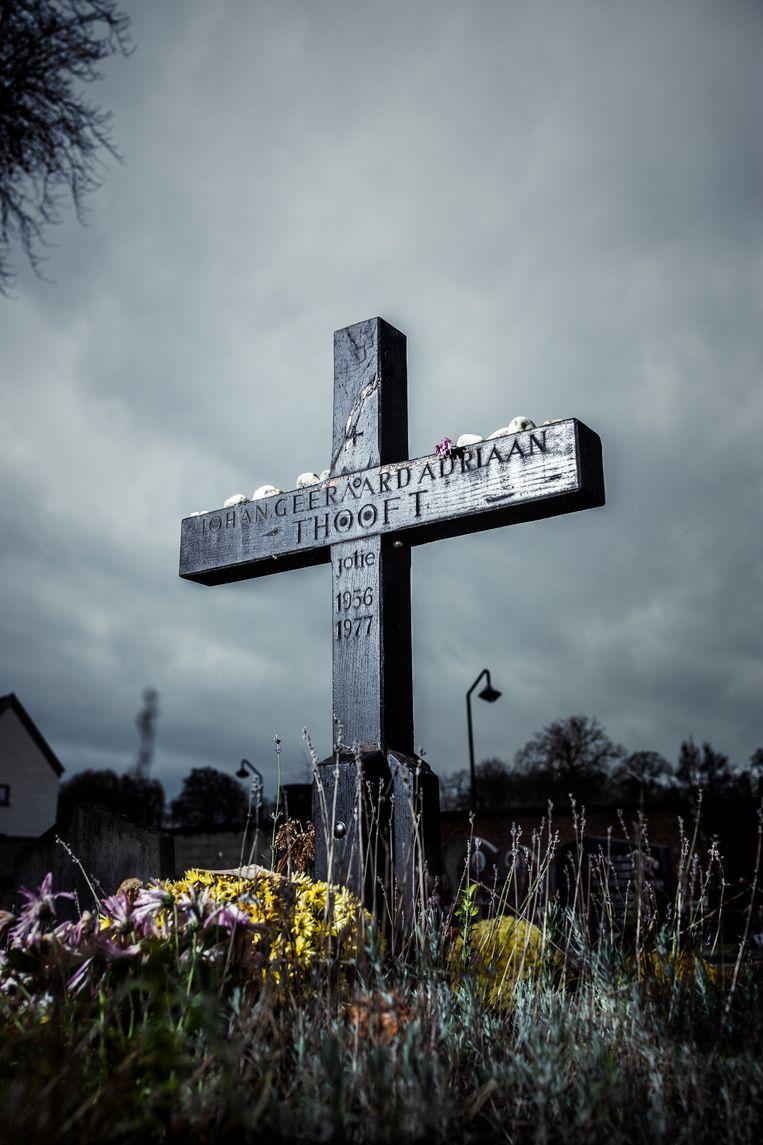 Het graf van Jotie T'Hooft in Oudenaarde. Beeld Franky Verdickt