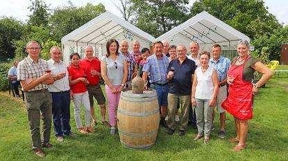 Wijnbouwers laten eigen brouwsel proeven