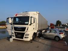 Automobilist ramt vrachtwagen op Schieweg in Delft