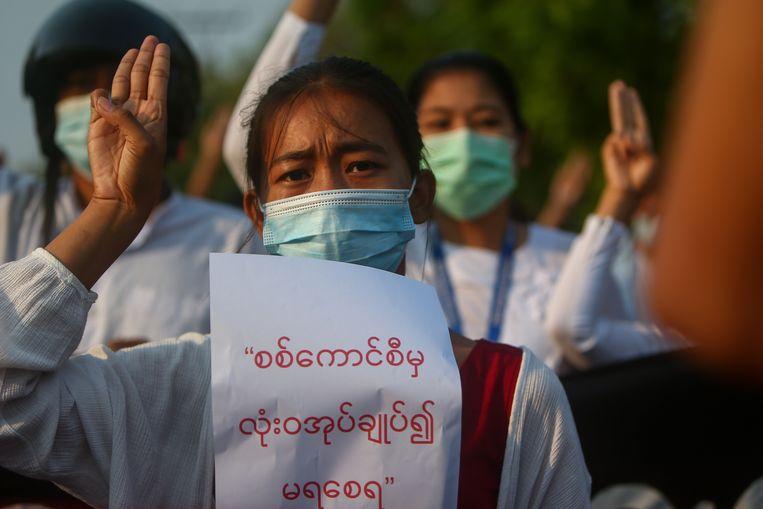 Demonstranten protesteren tegen het militaire regime. Beeld EPA
