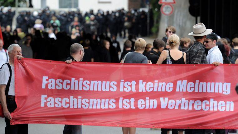In 2010 was er een protest in de Duitse stad Neumuenster tegen een neonazi-demonstratie, (met de tekst Fascisme is geen mening maar een misdaad). Beeld EPA