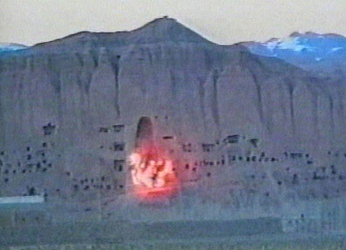 Images de mars 2001, lorsque les Talibans ont fait sauter des statues de Bouddha à Bamiyan.