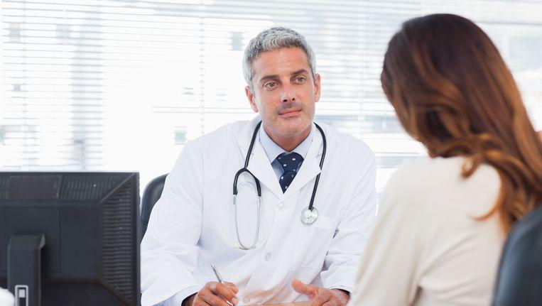 Volgens een nieuw wetsvoorstel moeten verzekeringsartsen en medisch adviseurs patiëntendossiers overhandigen als ze fraude vermoeden Beeld Thinkstock