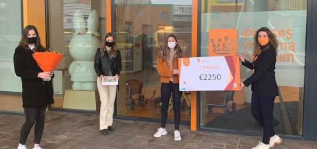 Verkoopsucces voor Rijssens specupaasei: Vera, Kim en Lisanne vergaren 2250 euro voor Prinses Máxima Centrum
