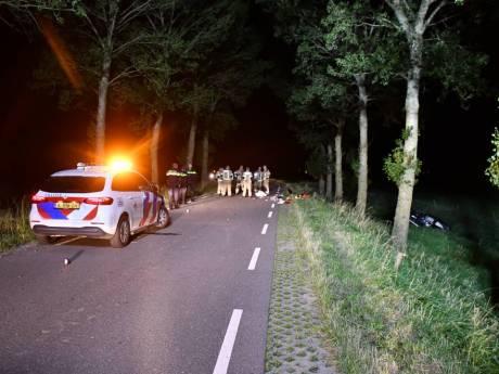 Dode (19) en zwaargewonde (21) bij eenzijdig ongeval in Ossenisse