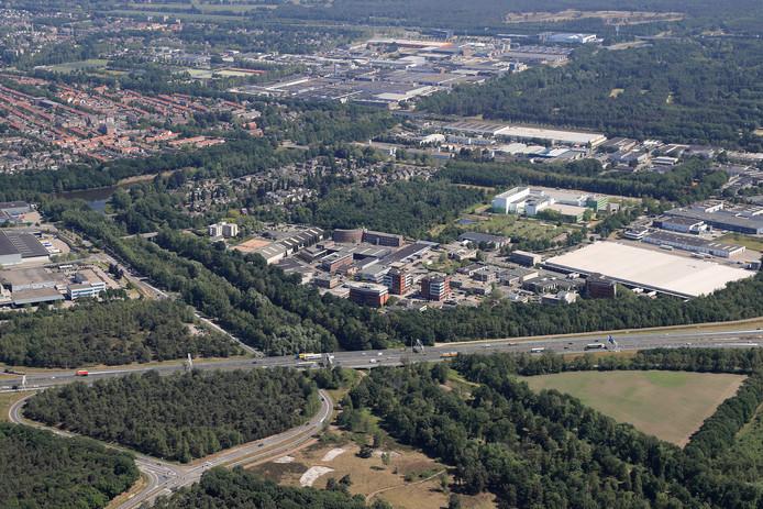 Het complex komt op bedrijventerrein Breeven, direct ten oosten van het kanaal, nabij knooppunt Batadorp.