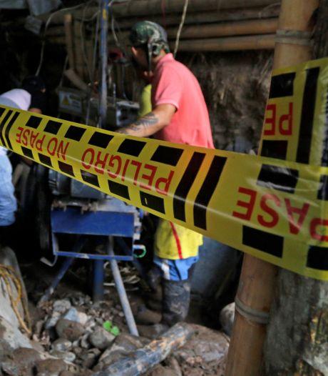 Les secours extraient les corps de deux des 11 mineurs disparus fin mars en Colombie