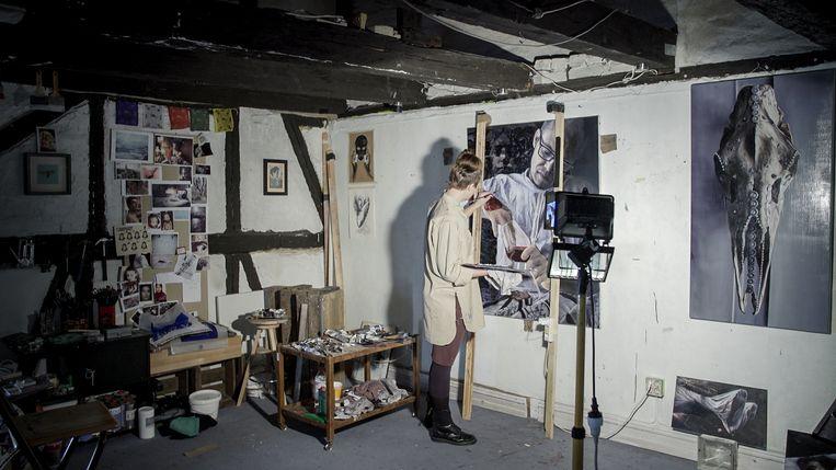 Barbora Kysilkova in haar atelier. Beeld RV
