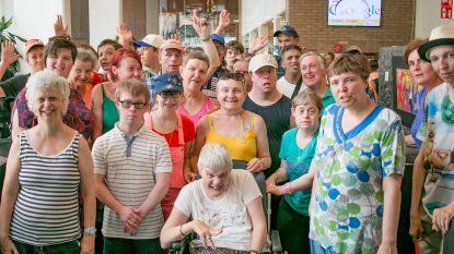 Mensen met een beperking exposeren hun werk deze zomer in de bib
