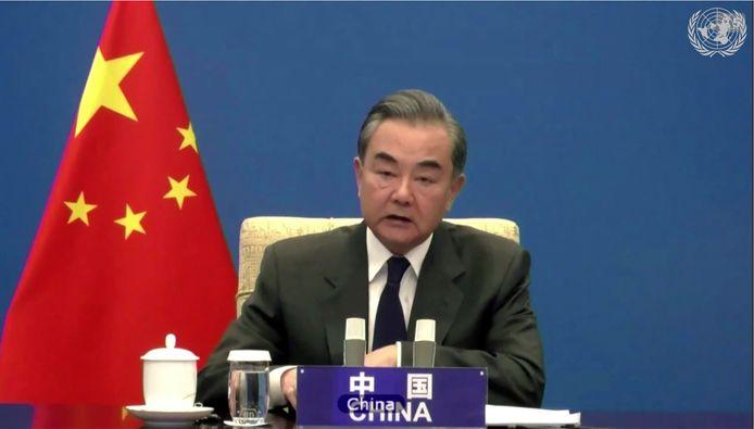 De Chinese minister van Buitenlandse Zaken Wang Yi steunt een tweestatenoplossing en zei dat China, deze maand voorzitter van de Veiligheidsraad, van alle vijftien leden verwacht dat ze zondag met één stem spreken.