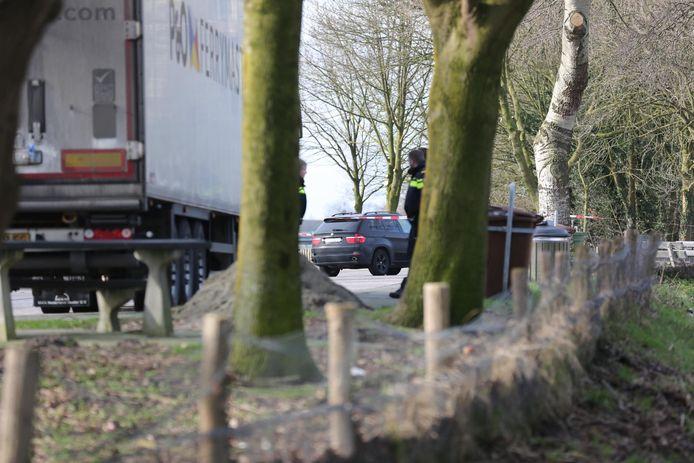 Dode man aangetroffen in auto op parkeerplaats Spuitendonk in Roosendaal.