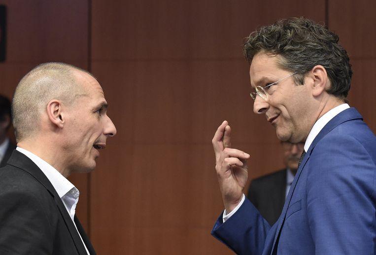 Yanis Varoufakis, destijds Minister van Financiën van Griekenland, in gesprek met toenmalig Minister van Financiën van Nederland Jeroen Dijsselbloem op het hoofdkwartier van de EU in Brussel in mei 2015. Beeld ANP