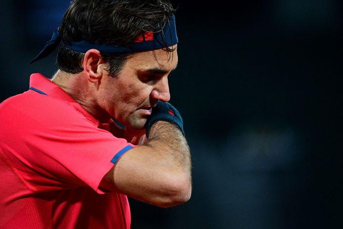 Roger Federer in zijn partij in de derde ronde tegen de Duitser Dominik Köpfer. De Zwitser won na drieënhalf uur in vier sets.