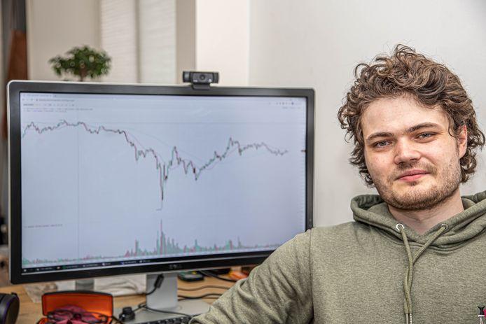Stephan Booi geeft naast zijn fulltime baan als bewegend grafisch ontwerper onlinelessen aan beginnende crypto-investeerders.