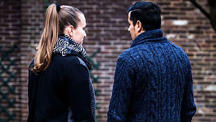 Haar relatie met Mehmet dreigt korporaal Yvette haar baan te kosten.