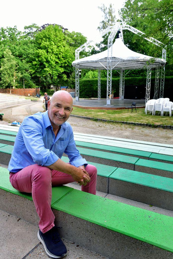 """Peter Uytdehage, organisator van de festivals Mooi Was Die Tijd en Blommenkinders: ,,We hebben een trouw publiek."""""""