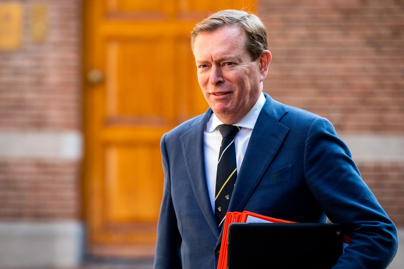 Minister Bruno Bruins (Medische Zorg) komt aan bij het ministerie van Algemene Zaken.