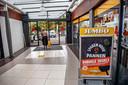 In winkelcentrum Zuiderpoort zit nu als enige supermarkt een Jumbo.