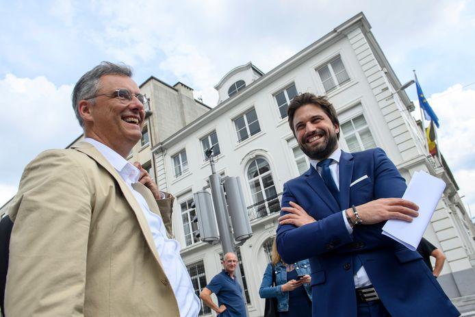 Joachim Coens (CD&V) en Georges-Louis Bouchez (MR) voor hun bezoek aan premier Sophie Wilmès. (17/06/2020)