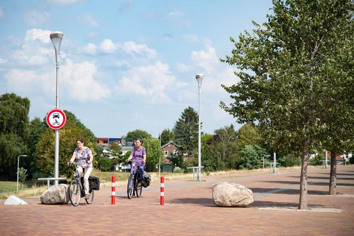 De Lentse Warande is aan oostzijde tussen de Waalbrug en Lentloper sinds enkele weken afgesloten voor gemotoriseerd verkeer.