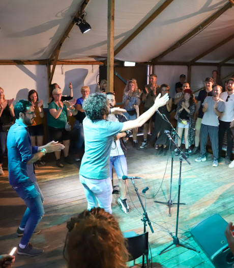 Een lesje Syrische taal en dans op de Zwarte Cross
