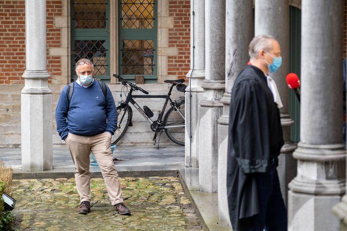 Marc Van Ranst et l'avocat Walter Damen, interrogé par nos collègues de VTM.