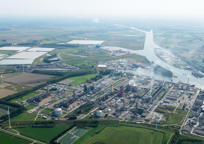 De kunstmestfabriek van Yara in Sluiskil, Zeeland.  Yara wil overstappen van fossiel gas op groene waterstof, een schoon gas.