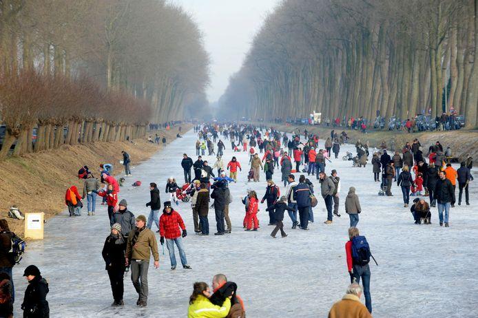 Die zondag in 2009 had de Damse Vaart - onder een stralende winterzon - veel weg van een betoverende prentkaart uit vroegere tijden.