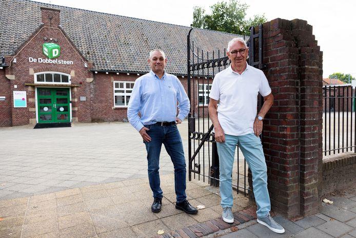 Leo van der Pluijm (rechts), penningmeester van De Dobbelsteen, en voorzitter Jos Joosten bij het buurthuis aan de Doelen in Breda.