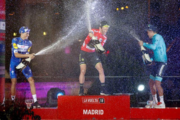Yates met Mas (l) en Lopez Moreno op het eindpodium van de Vuelta.