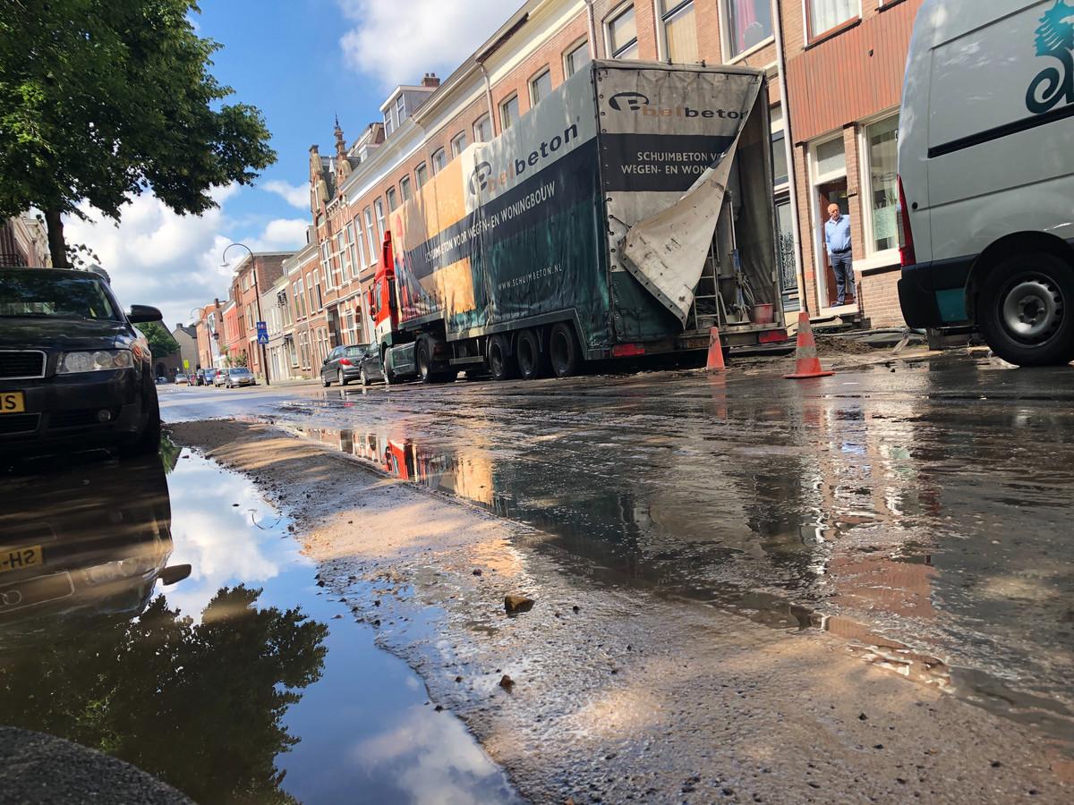 De straat in Dordrecht stond tot aan de Blekersdijk enige tijd blank.