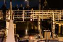 Het team van Haunting Ghost Nederland op de brug over de Tolhuissluis, waar 'Bertje' verdronk. Van links naar rechts: Jeroen, Ellen, Indy en Jill.