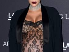 Zwangere Kylie Jenner kopieert Kim Kardashian met volledig doorschijnende outfit