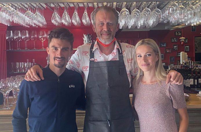 Juian Alaphilippe kwam samen met partner Marion Rousse lunchen bij 'Chez Yf' in Leuven en die keuze maakt duidelijk dat ze een lekker stukje vlees van topkwaliteit waarderen.