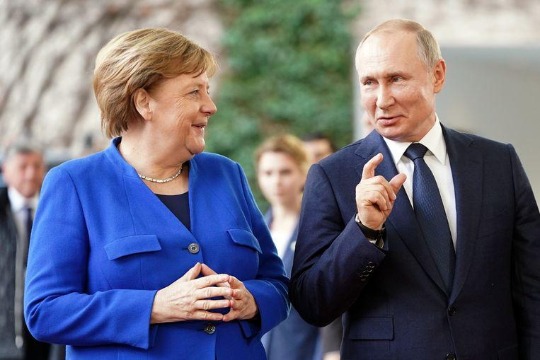 De Duitse bondskanselier Angela Merkel tijdens haar laatste ontmoeting met de Russische president Vladimir Poetin in januari 2020 in Berlijn. Beeld Kay Nietfeld/dpa