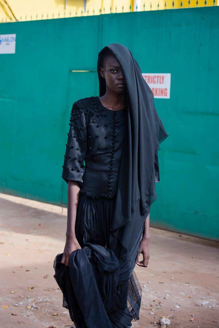 De Oegandese ontwerper Lamula Anderson rekent af met het cliché dat Afrikaanse mode associeert met bonte prints. Beeld Othello De'souza-Hartley
