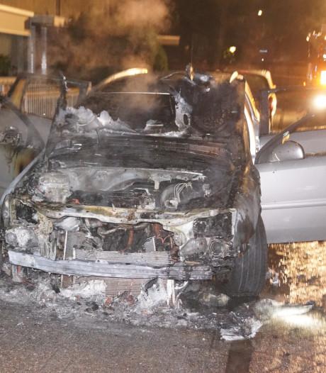 Auto brandt uit in Bunschoten