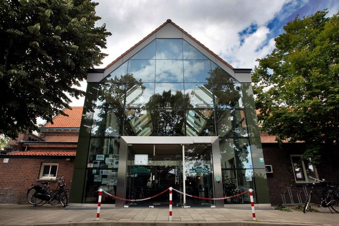 Gemeenschapshuis Het Klooster in Waalre wordt sinds kort bestierd door Futuris met hulp van medewerkers van de LEV-groep. Onderhandelingen over de definitieve overname lopen nog.