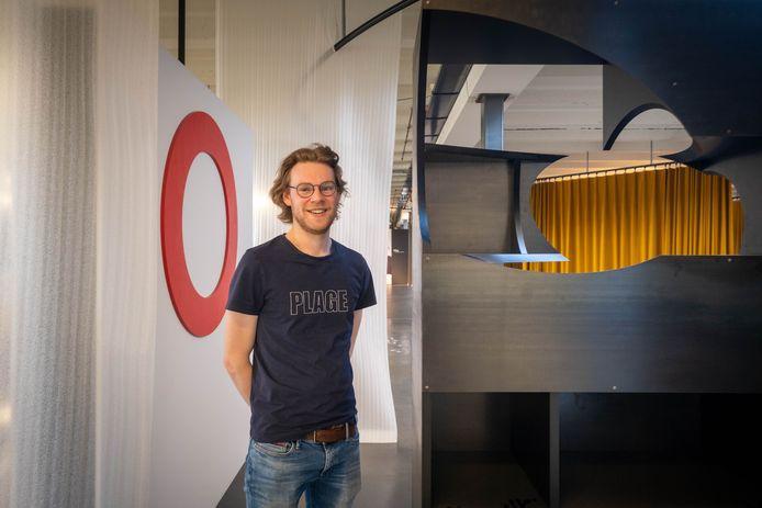 Studenten meubelontwerp exposeren bij BULO: Wouter Persyn ontwierp een kast 'met een gat'.