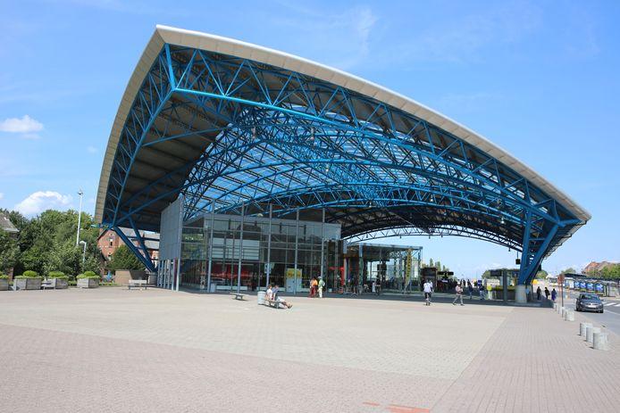 De handtasdiefstal vond plaats aan het station.