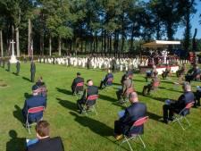 Bij de herdenking op de Airbornebegraafplaats werd voor het eerst de belangrijkste warmtebron gemist: de veteranen