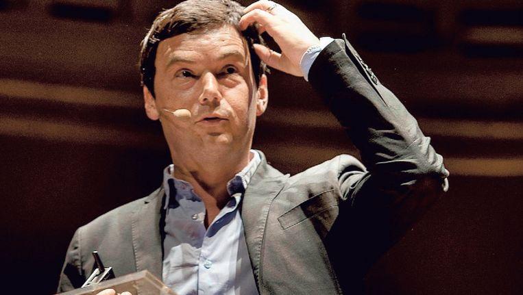 Zonder zijn stem te verheffen haalt Thomas Piketty uit naar onze leiders, bankiers en investeerders. Beeld Eric de Mildt