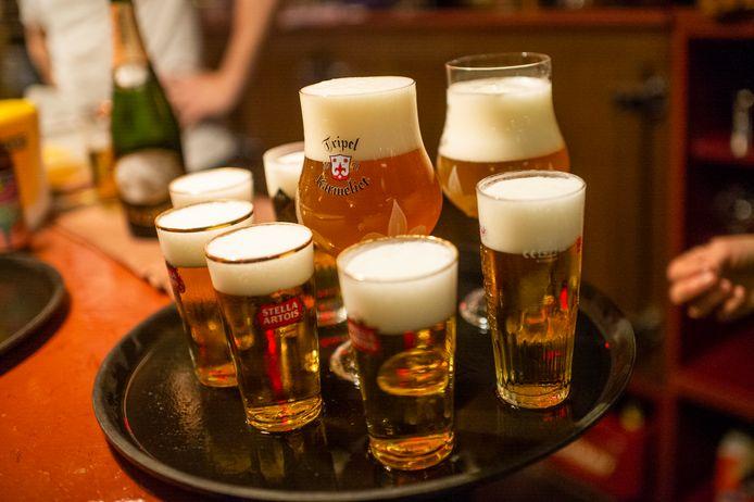 De bierwandeling door Antwerpen kost 45 euro per persoon en duurt drie uur.