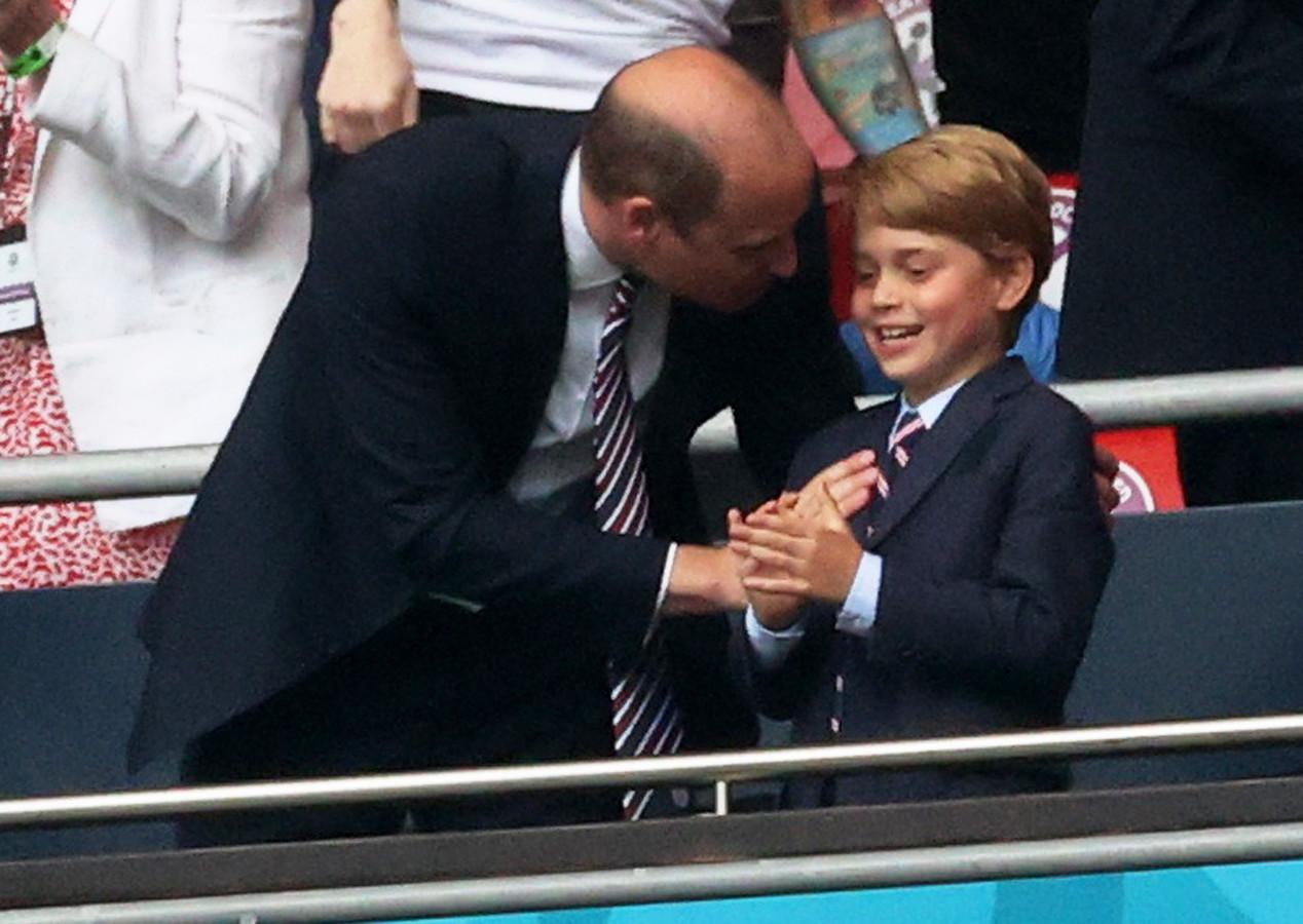 Prins William (39) was zoals verwacht aanwezig met zijn vrouw Kate Middleton (39) en hun zoon prins George (7) bij de finale van het Europees kampioenschap voetbal.