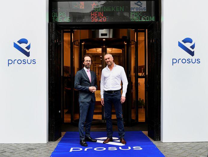 Maurice van Tilburg, CEO van Euronext Amsterdam met Bob van Dijk, CEO van Prosus.