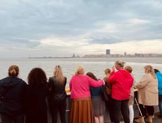 """""""Haar laatste wens vervullen"""": medewerkers WZC Orelia Ten Berge nemen afscheid van bewoonster Viviane op zee"""