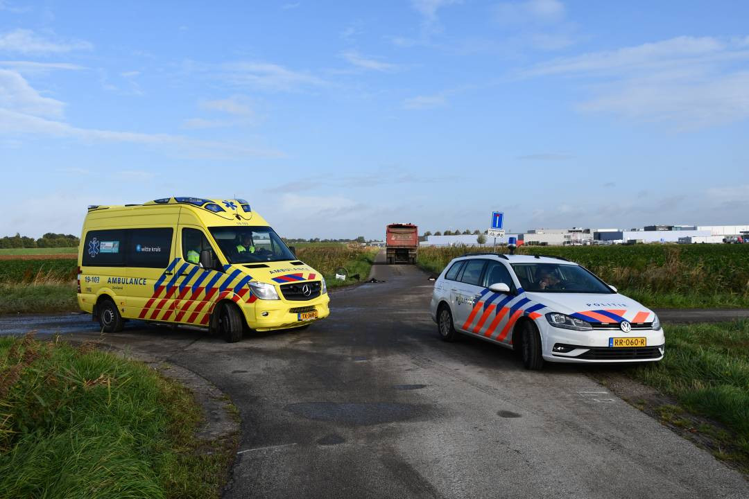 Bij het ongeluk raakte een fietsend meisje gewond.