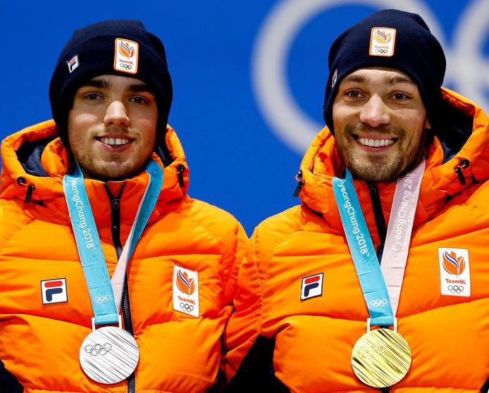 Kjeld Nuis (Rechts) en Patrick Roest op het podium bij de Spelen van Pyeongchang.