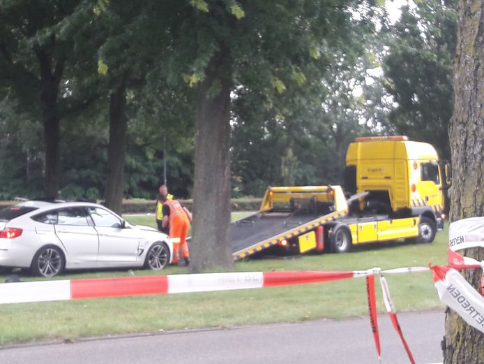 Op de kruising Hervensebaan-Bruistensingel wordt de auto weggesleept die werd bestuurd door Peter Stolzenbach (50).