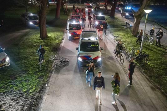 Aan het begin van de avond ontstond een groot feest in het Amsterdamse Vondelpark.